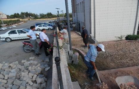 Silifke adliye binası bahçesinde çevre düzenlemesi yapıldı!