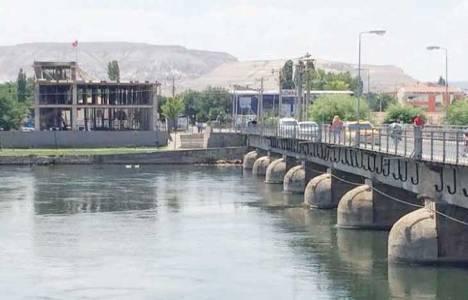 Avanos Taş Köprü'nün dibindeki inşaat davalık oldu!