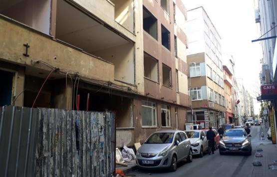 Bakırköy'de 8 ay önce boşaltılan bina yıkılmayı bekliyor!