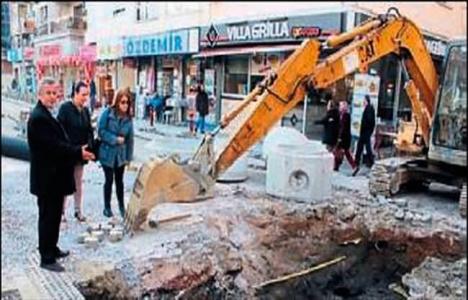 İzmir Güzelyalı'da yollardaki