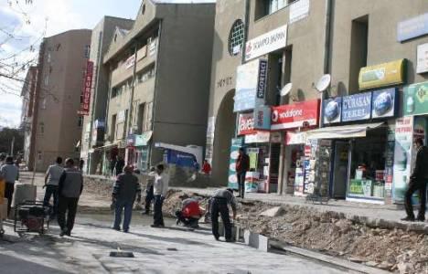 Erzincan'da Büyük Çarşı'nın önündeki kaldırımlar ve merdivenler yenileniyor!