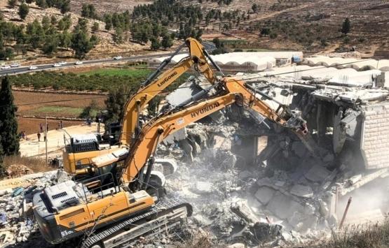 İsrail güçleri Batı Şeria'da Filistinlilere ait 2 evi yıktı!