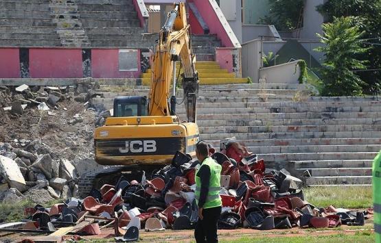 Eskişehir Atatürk Stadı'nda millet bahçesi için yıkım başladı!