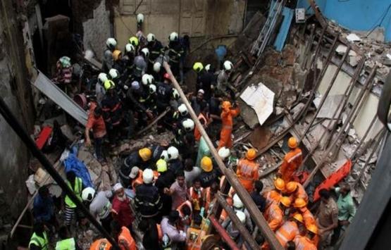 Hindistan'da çöken binada