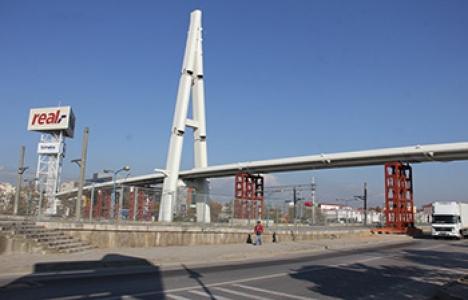 Kocaeli Valiliği yaya köprüsü şekilleniyor!