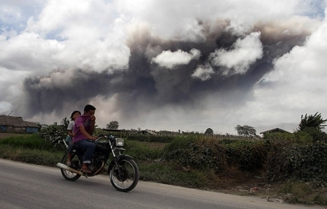 Sinabung Yanardağı çevresindeki köylerde tahliye!
