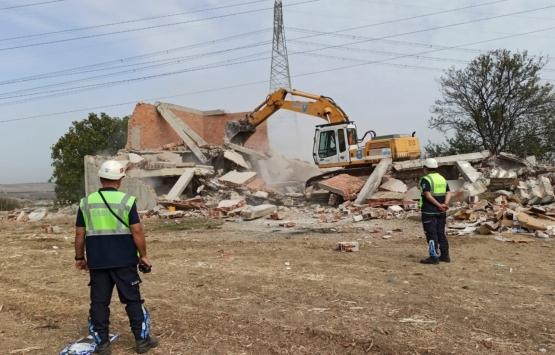 Silivri Mimarsinan Mahallesi'ndeki metruk bina yıkıldı!