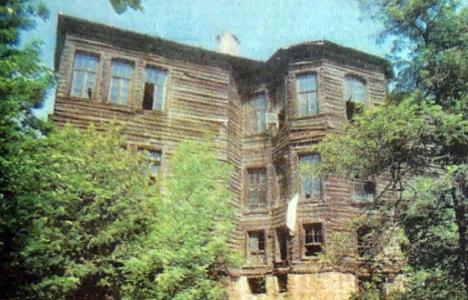 1989 yılında Zühtü