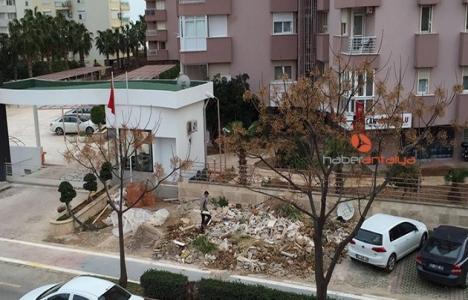 Antalya Eski Lara Mahallesi'nde inşaat artıkları çevreyi rahatsız ediyor!