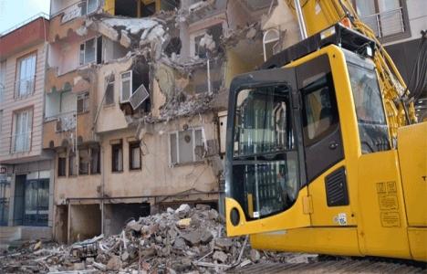 Gemlik'teki riskli 2 bina yıkıldı!