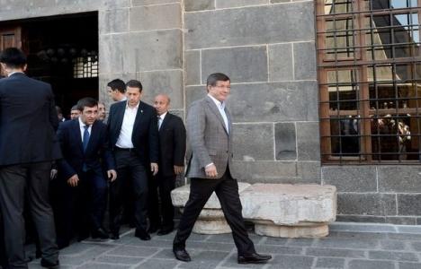 Ahmet Davutoğlu'ndan sur