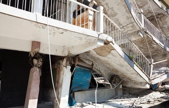 Şişli'de boşaltılan bina iskele demiriyle desteklendi!