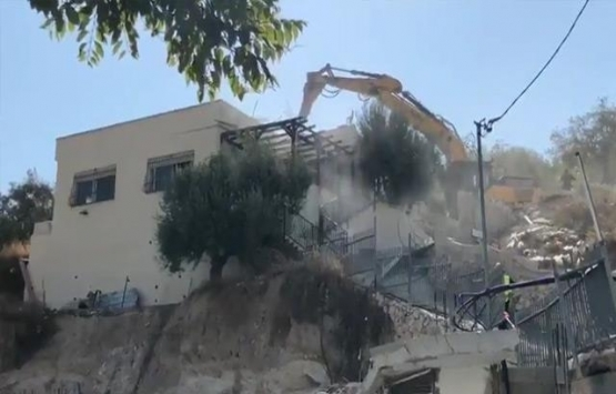 İsrail Doğu Kudüs'te Filistinlilere ait bir evi yıktı!