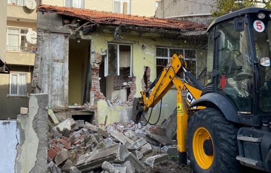 Ümraniye'de çevreyi tehdit eden metruk bina yıkıldı!