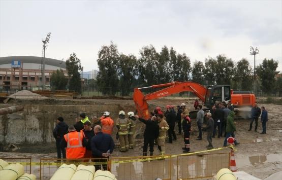 İzmir'de metro vagonu yer altı park alanı inşaatında göçük!