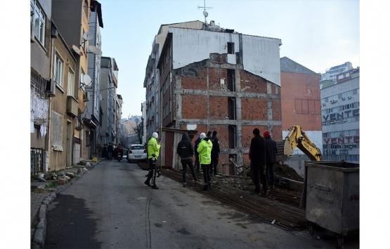 Şişli'de inşaatın istinat duvarı çöktü!