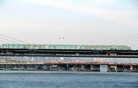 http://www.emlakkulisi.com/resim/tamboyut/MTE3NTc1Nz-sishane-halic-metro-koprusu-yenikapi-metro-hatti-aciliyor.jpg