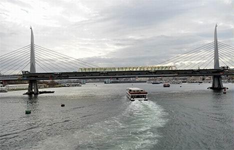 http://www.emlakkulisi.com/resim/tamboyut/NzAyNjQ5Mj-sishane-halic-metro-koprusu-yenikapi-metro-hatti-aciliyor.jpg