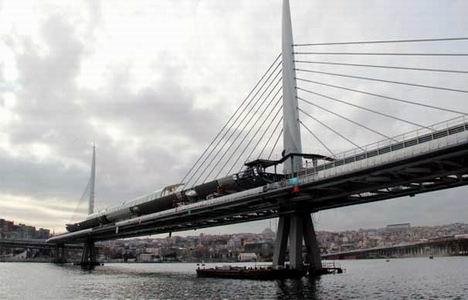 http://www.emlakkulisi.com/resim/tamboyut/NzM1OTIxOD-sishane-halic-metro-koprusu-yenikapi-metro-hatti-aciliyor.jpg