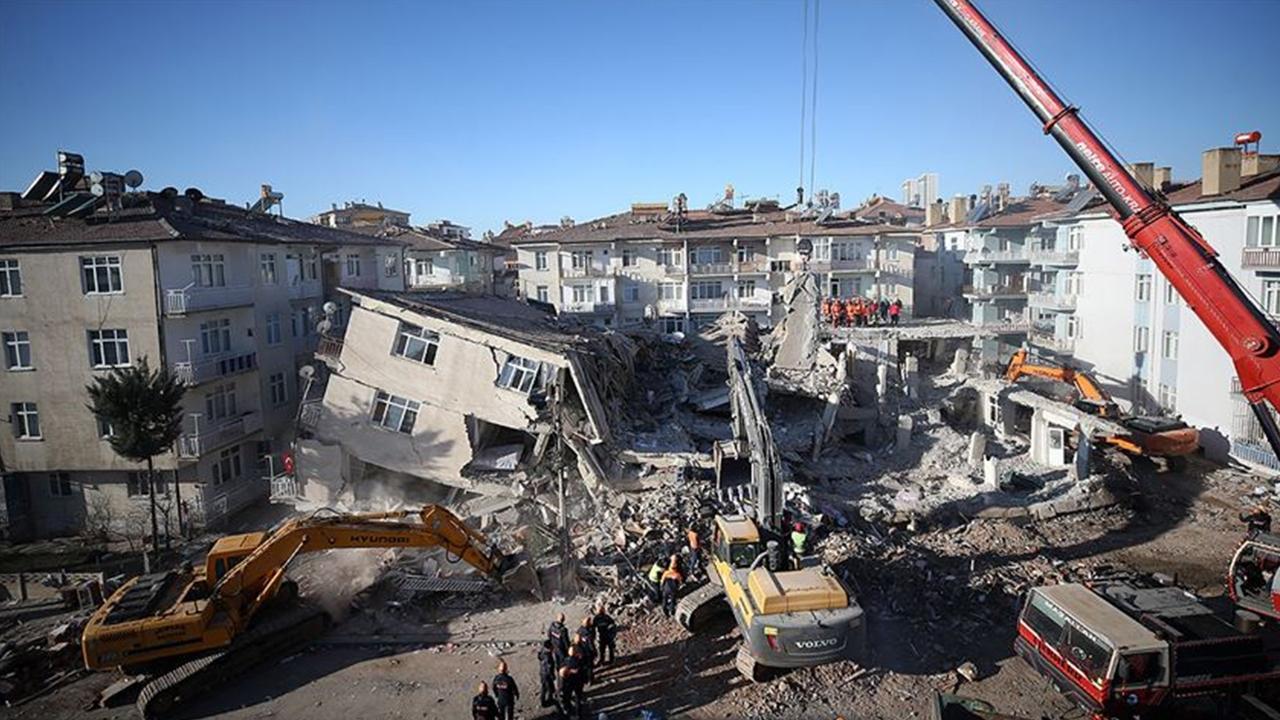 Ali Öztunç: Tüm şehirlerdeki binaların yapı stoku çıkarılmalı!