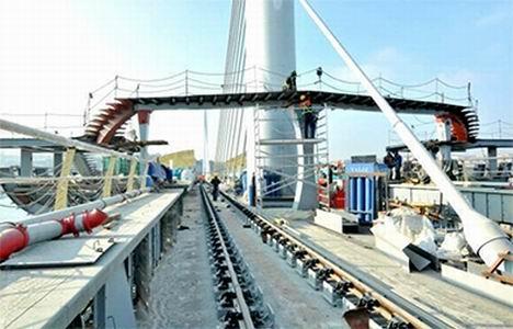 http://www.emlakkulisi.com/resim/tamboyut/ODAzMTE5MD-sishane-halic-metro-koprusu-yenikapi-metro-hatti-aciliyor.jpg