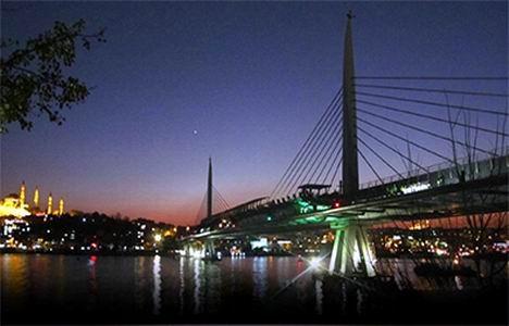 http://www.emlakkulisi.com/resim/tamboyut/OTAzNzYxMz-sishane-halic-metro-koprusu-yenikapi-metro-hatti-aciliyor.jpg