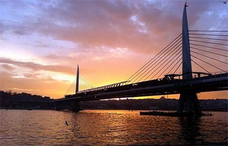 http://www.emlakkulisi.com/resim/tamboyut/OTk4NzI0NT-sishane-halic-metro-koprusu-yenikapi-metro-hatti-aciliyor.jpg