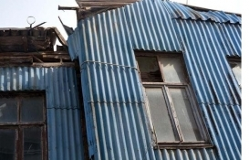 Sinop'ta yıkılmakta olan ev için ilginç önlem!
