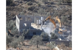 İsrail askerleri Batı Şeria'da Filistinlilere ait evi yıktı!