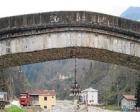 Tarihi köprüye avize takıldı!