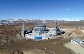Sivas'ta 'Ay yıldız' mimarili cami açılışa hazırlanıyor!