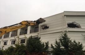 Antalya'daki iki otelin kaçak kısımları yıkıldı!