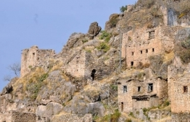 Çukurca'daki 4 asırlık taş evler yenileniyor!