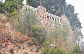 Tarihi Alanya Kalesi içten yıkıldı!