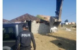 Arnavutköy'deki 5 kaçak yapı yıkıldı!