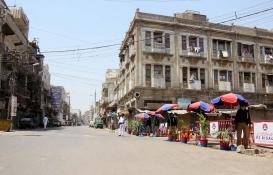 Pakistan Karaçi'de kaçak yapı savaşı!