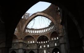 Türkiye'nin en büyük 2. camisinin inşaatı çöktü: Mühendis 16 saattir enkaz altında!