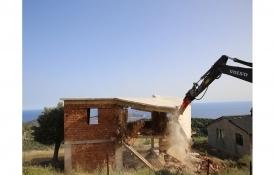 Antalya Kaş'taki 7 kaçak yapı yıkıldı!