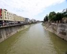 Asi Nehri'nin yan duvarındaki oyuk risk yaratıyor!