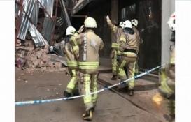 Beyoğlu'nda inşaat halindeki bina çöktü!