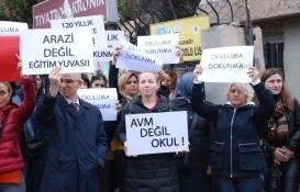 İstanbul Anadolu Lisesi'nin Fenerbahçe'ye devri protesto edildi!