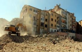 Elazığ'da ağır hasar gören bin 159 bina yıkıldı!