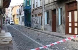 Ayvansaray'da 3 katlı metruk bina çöktü!