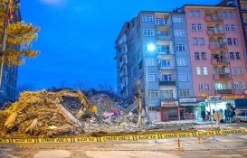 Malatya Büyükşehir ağır hasarlı yapıları yıkıyor!