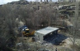 Kapadokya'da 3 kaçak yapı daha yıkıldı!