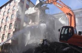Bahçelievler'de ağır hasarlı 3 bina daha yıkıldı!