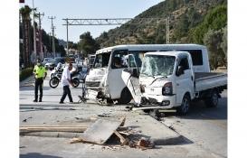 Bodrum'da inşaat işçilerini taşıyan minibüsle kamyonet çarpıştı: 8 yaralı!