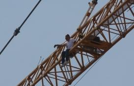 Taksim Cami inşaatında intihar girişimi!