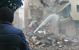 Bahçelievler'de 3 ağır hasarlı bina daha yıkıldı!