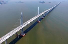 Dünyanın en uzun deniz köprüsü Çin'de açıldı!